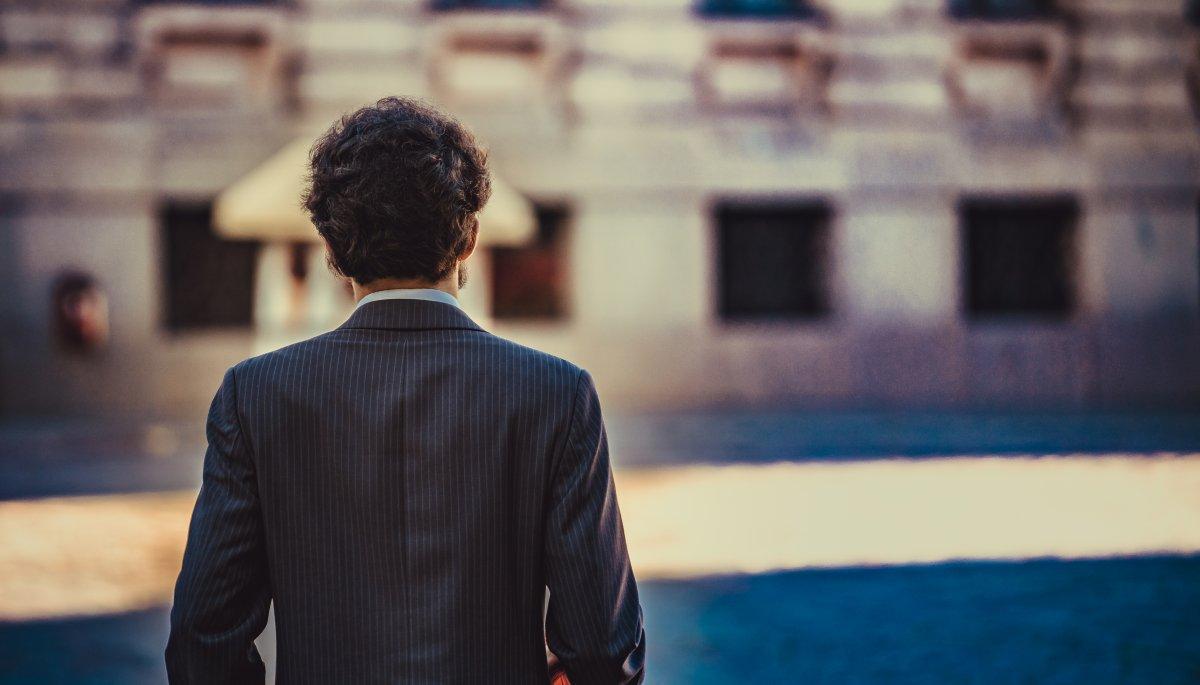 Foto eines Mannes von hinten